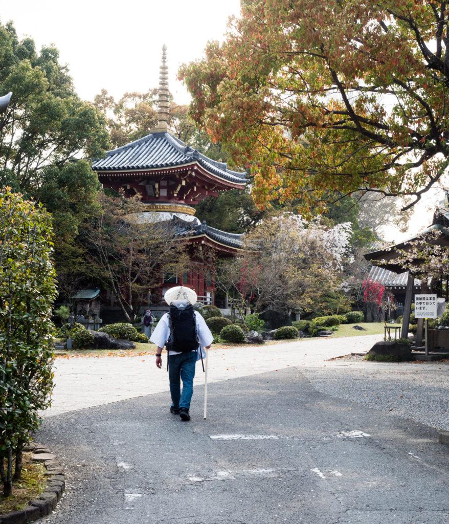 Сикоку-хэнро: паломник рядом с храмом №6, Анракудзи