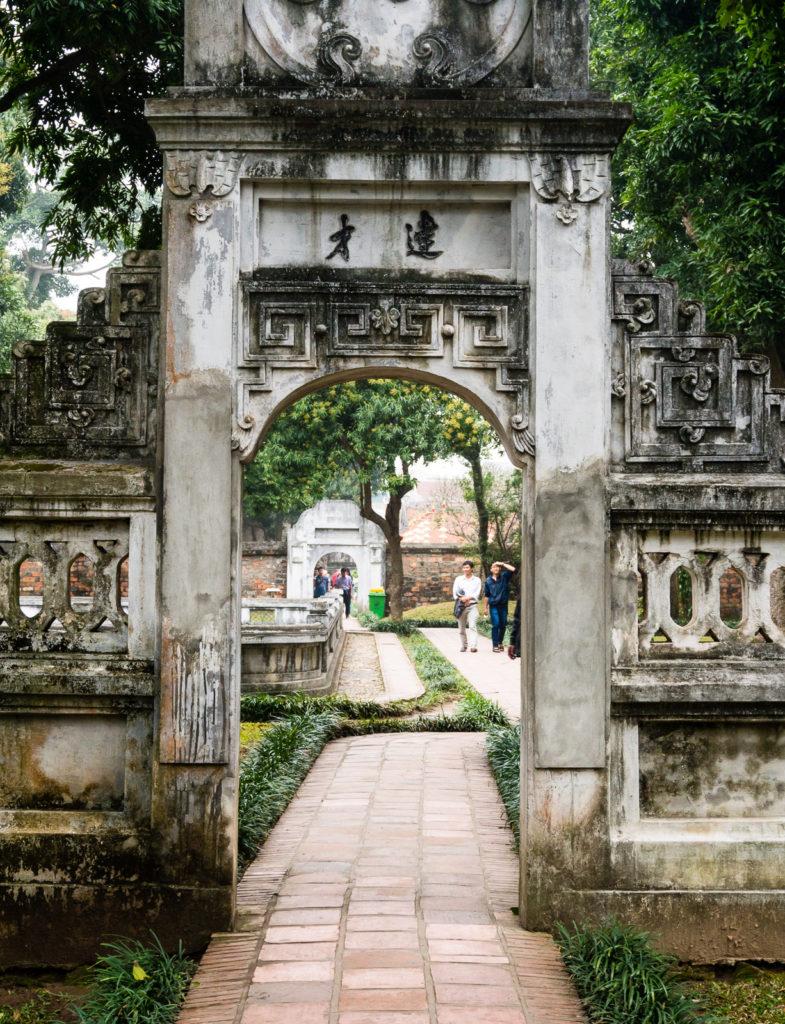 Боковой дворик в Храме Литературы в Ханое (Вьетнам)