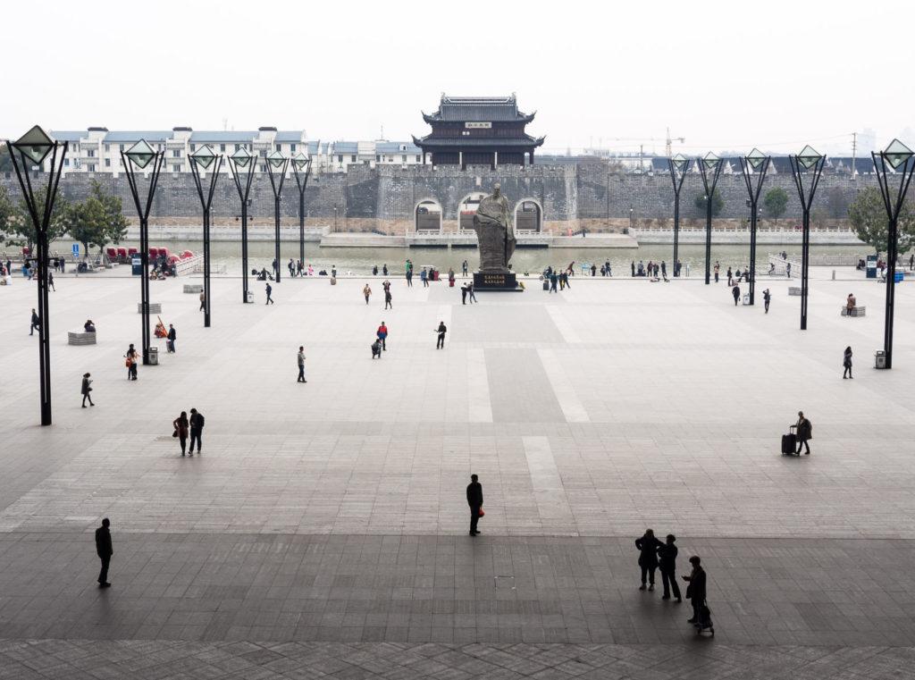 Сучжоу, площадь перед железнодорожной станцией