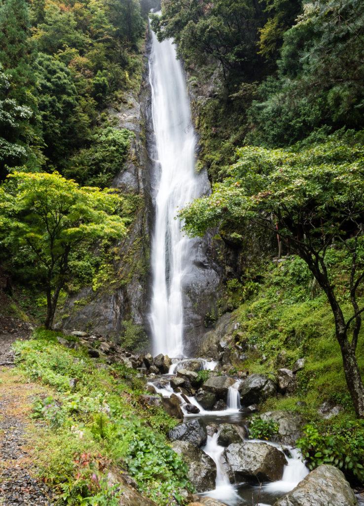 Водопад Кэнсин-но-таки в долине реки Хаякава, префектура Яманаси