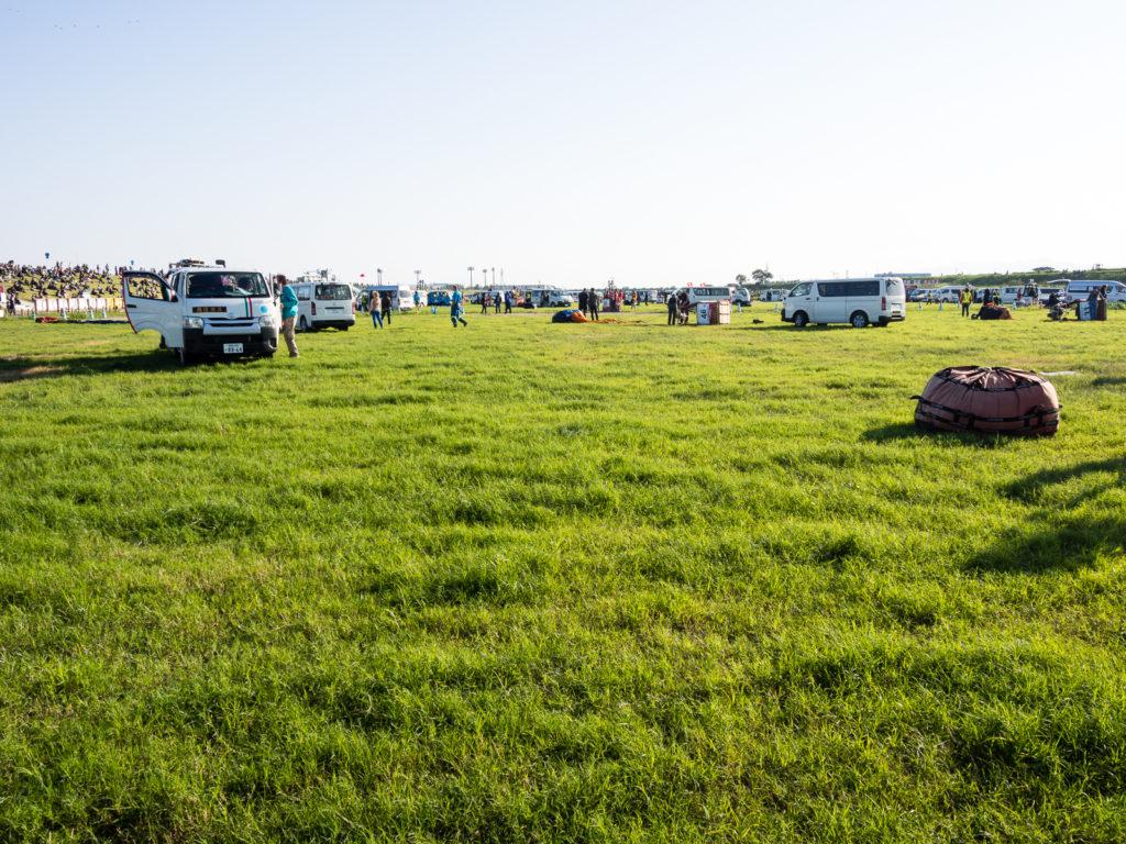 Лётное поле для соревнований во время фестиваля воздушных шаров в Саге