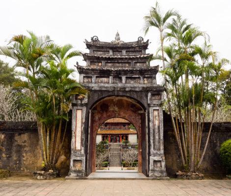 Императорские усыпальницы Хюэ (гробница Минх Манг)
